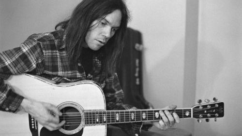 アコースティック・ギターが光るロック・ソングTOP50-米サイトGUITAR WORLD選