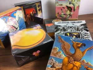 5月15日、169枚の中古CDが入荷いたしました!シン・リジィ、グリフォン、S.ヒレッジらの収納ボックス付き紙ジャケセットが入荷☆