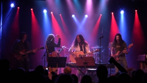 KEN HENSLEY&LIVE FIREによる13年ライヴ作『LIVE !!』がリリース